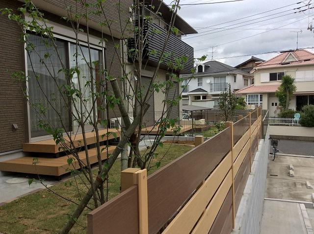 階段を上がると素敵な庭が。市原市